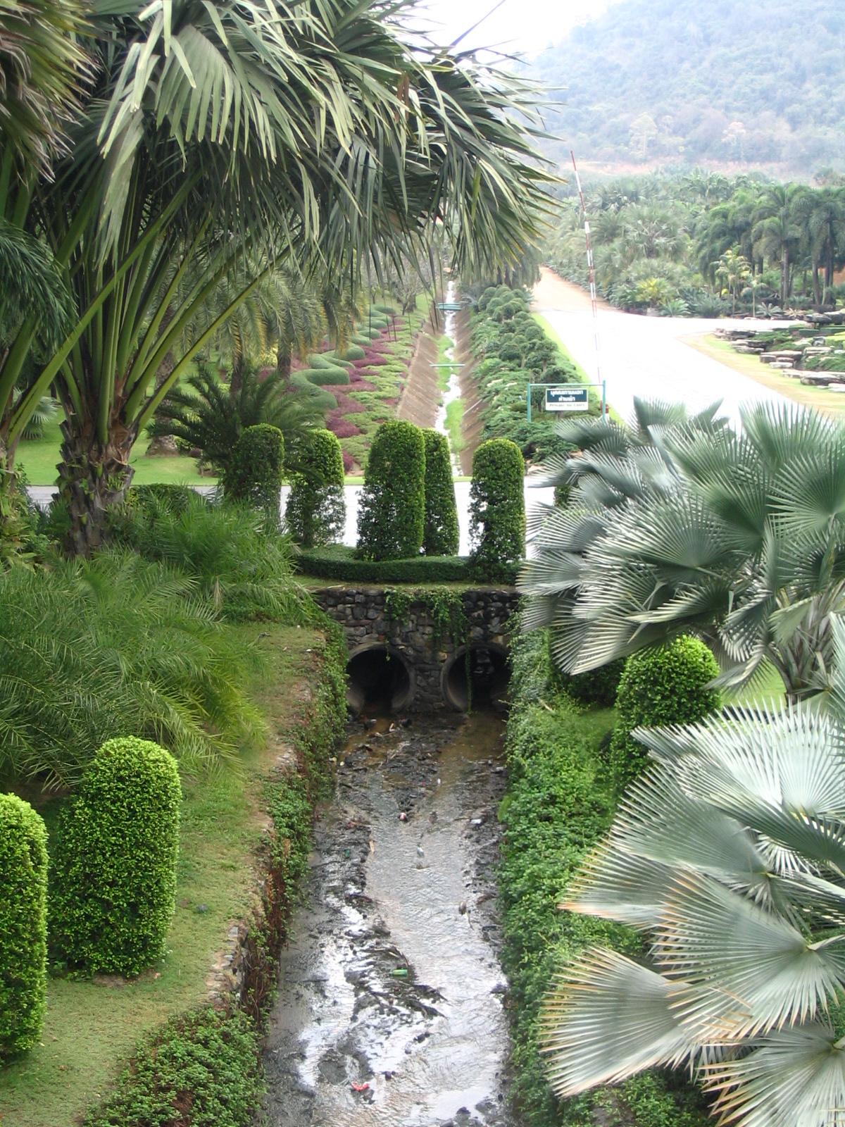 http://www.moisseenko.su/photo/Cambodia-Thai/Nooch/IMG_4789.JPG